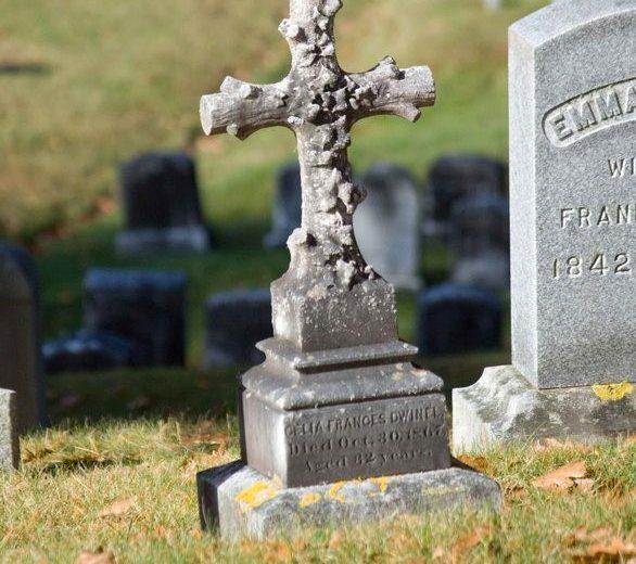 photo of cross grave at garden cemetery